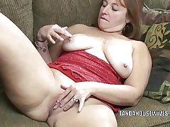 Adult slut Liisa is finger banging her chesty pussy