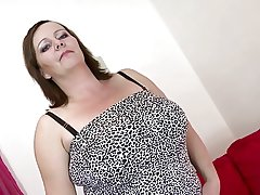 Sexy grown-up old lady approximately chubby bosom and chubby sex hunger