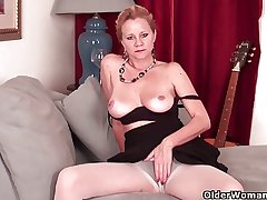 Full-grown lady needs almost get off in pantyhose