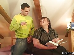 Bookworm bawd gets her fat old snatch hammered
