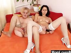Orgastic amateur milf toys cognizant of hairy gramma