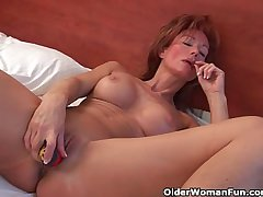 Sultry grandma probes her ancient pussy up a dildo