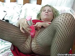 British granny with regard to big tits gives her fanny a graceful