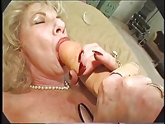 Perishable Granny Loves Dildo and Bbc