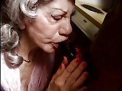 Une femme agee bais e par une bite dastardly