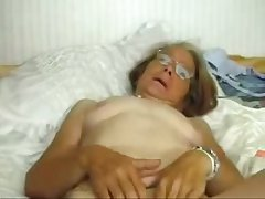 This granny really loves to be fucked. Amateur
