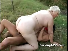 Masked perv hardcore fucks plumper grandma into the open air