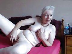 Granny masturbate infront for the cam