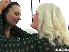 Anina loves get under one's taste of an old pussy