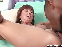 Milf Desi Foxx unloads a black blarney beyond the brush face