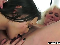 Anina loves an obstacle taste of an old pussy
