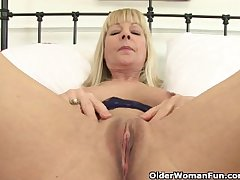 British granny Elaine gives her pussy a tasty