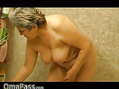 Granny masturbate thither the flesh with regard to a toy thither bath