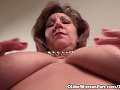 Pantyhosed mom unleashes say no to naughty side