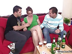Threesome party with elderly chick
