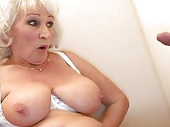 Age-old BBW-Granny takes Load of shit on Toilette 2
