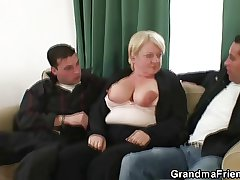 Two dudes try the brush old pussy