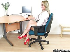British milf Sofia masturbates at the nomination
