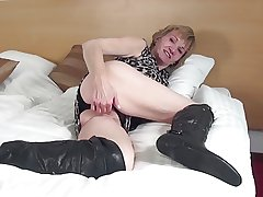 Amateur granny with hungry old cunt in big moonless boots
