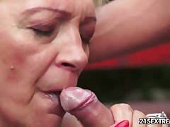 Mature Szuzanne plays with a young load of shit