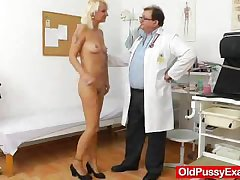 Blond dame gets a gyno to pieces