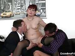 Mature rendezvous bitch enjoys two cocks
