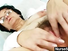 Old sprog head nurse kinky hairy pussy spreading