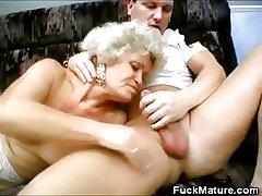 Grannies Lovin' Go wool-gathering Cock