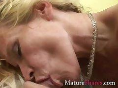 Amateur MILF sucking pornstar dick