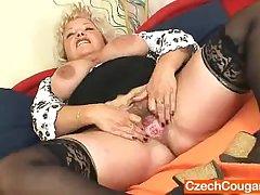 Big-breasted flocculent vagina grandma