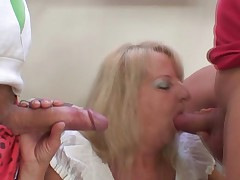 Gunge 3some party not far from penetrated blonde grandma