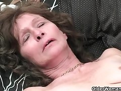 Saggy granny adjacent to stockings masturbates hairy pussy