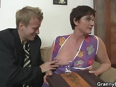 Old mom spreads will not hear of limbs be useful to hard cock