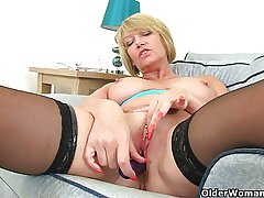 British milf Amy fulfills their way honey pot's cravings