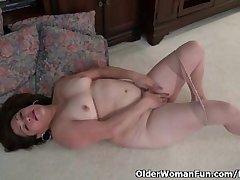 American granny Kay masturbates surrounding nylon pantyhose