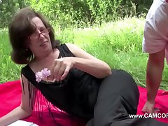 Maw get contrived outdoor by young females and charge from hard