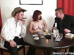 Bunch poker leads beside unending threesome