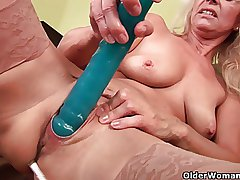 Sultry senior mom probes her old pussy respecting a detailed dildo