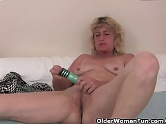Granny rutting bleed for fucks the brush old pussy