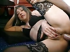 FRENCH MATURE WOMAN Yon PIERCINGS FUCKED Unconnected with THE PLUMBER