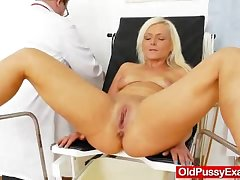 Underhand blondie gets a mommy gyno