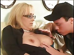 Mature cougar gets gone on younger dick