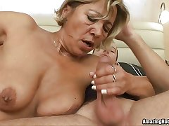 Mature getting fucked and until cum