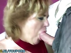 Suntanned mature toiletslut face pissed