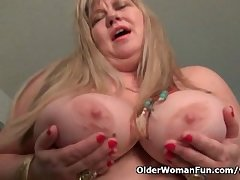BBW milf Love Goddess rubs the brush mature clit