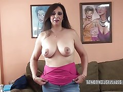 Busty MILF Alesia Pleasure is begrimed a guy she just met