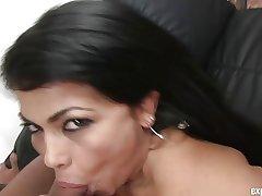 Mature secretary Suzana Vidal