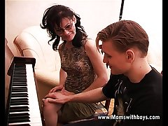 Mature Horny Piano Tutor Making out Their way Student